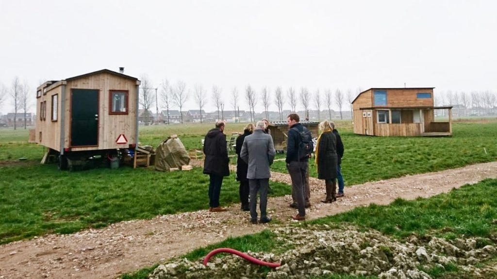 Wijkwethouder Inge Jongman bezoekt Woldwijk